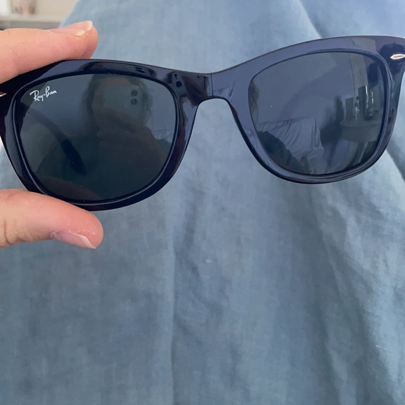 Folding RAY BAN WAYFARER sunglasses with case